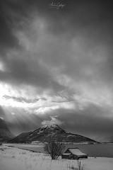 29032018_6237_Noruega_BD (Andrés Gallego) Tags: nikon noruega norway fiord fiordo d750 tamron 2470 2470mm bw blancoynegro black beach fiordos fiords dramatic dramatico house cabin casa cabaña soledad brillos luz rayos