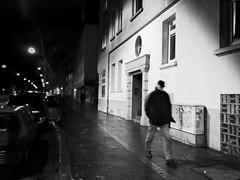 Under the Latern (Streetphotograph.de) Tags: outdoor outside night nightshot nacht nachtaufnahme longexposure gebäude architecture architektur building perspektive perspective leonegraph streetphotographer streetphotography story urban spontan spontanious candid unposed human street 2018 europe germany deutschland city stadt monochrome bw blanco negro bn sw schwarz weis black white panasonicgx80 panasonic1235mmf28 mft microfourthirds hannover hanover