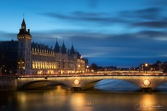 La Conciergerie, Paris (www.fromentinjulien.com) Tags: fromus75 fromus fromentinjulien fromentin flickr view exposure shot hdr dri manual blending digital raw photography photo art photoshop lightroom photomatix french francais light traitements effets effects world europe france paris parisien parisian capitale capital ville city town città cuida colocación monument history 2017 photographe photographer eos canon 5d 5d4 markiv fullframe full frame ff 2470mm 2470 canonef2470mmf28l canon2470mf28 urban travel architecture cityscape poselongue longexposure pont bridge bluehour heurebleue seine pontnotredame conciergerie iledelacite