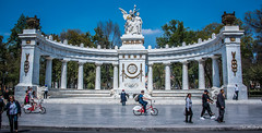 2018 - Mexico City - Benito Juarez Hemi-Circle Monument (Ted's photos - Returns Early June) Tags: 2018 cdmx cityofmexico cropped mexico mexicocity nikon nikond750 nikonfx tedmcgrath tedsphotos tedsphotosmexico vignetting benitojuarezhemicirclealamedapark benitojuárez streetscene street people peopleandpaths monument wideangle widescreen bikes bicycles backpack
