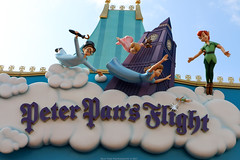 Peter Pan's Flight (Rick & Bart) Tags: disney peterpansflight wendy john michael peterpan disneyworld orlando florida usa waltdisney waltdisneyworldresort magickingdom rickvink rickbart canon eos70d tinkerbell