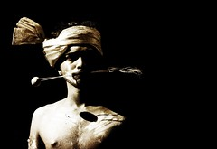 La part de l'ombre... (Sabine-Barras) Tags: réunion reportage people personnes portrait dark ombres shadow monochrome sepia sépia tamil tamoule procession tradition rituel ritual religion