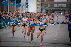 2018 Grand Blue Mile (Phil Roeder) Tags: desmoines iowa drakerelays grandbluemile roadrace race running runners athletes athletics track trackandfield usatf sport canon6d canonef70200mmf4lusm