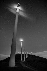 OIZ (T.Miravalles) Tags: oiz bizkaia nocturna largaexposición longexposure blancoynegro molinodevinto molino energy energia canon7d 1585mm landscape paisaia paisaje gaua zerua cielo estrellas