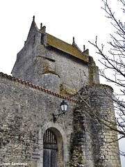 Chauvigny - Château d'Harcourt (JeanLemieux91) Tags: hiver winter invierno février february febrero poitoucharentes france europe stones pierres lantern lanterne farola château castillo castle cité medieval vienne chauvigny