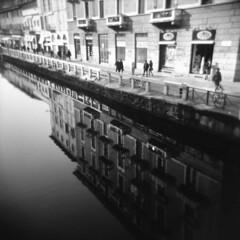 Milano (Valt3r Rav3ra - DEVOted!) Tags: holga holgacfn lomo lomography toycamera plasticcamera milano medioformato mediumformat 120 6x6 film pellicola analogico analogica analog analogue valt3r valterravera visioniurbane urbanvisions streetphotography street naviglio bw biancoenero blackandwhite ilford ilfordfp4 riflessi reflections