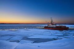 Lotsbåten (johan.bergenstrahle) Tags: 2018 winter vinter februari february finepicsse sweden sverige holmsund vehicle fordon boat båt lots pilot solnedgång sunset