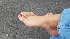 Holográfico Vermelho Surreal (IPMT) Tags: toenail sexy toes jade polish foot feet holográfico copper surreal jeans pedicure blue slim shimmer painted toenails pedi barefoot bright cherry red rojo vermelho glossy finish descalza shimmering