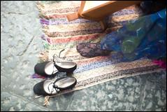 (Magic Carpet) (Robbie McIntosh) Tags: leicam9p leica m9p rangefinder streetphotography 35mm leicam summilux leicasummilux35mmf14i summilux35mmf14i autaut summilux35mmf14preasph woman carpet shoes harp zena musician