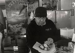 spiedini (I'm Daleth) Tags: manatwork lavoro pescivendolo mercato mercatino palermo viagalilei pescespada swordfish cucina cooking quartiere