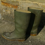 150 -- Hevea Wellies from 1978 ripped and wornout -- Rubberboots -- Gummistiefel undicht -- Regenlaarzen thumbnail