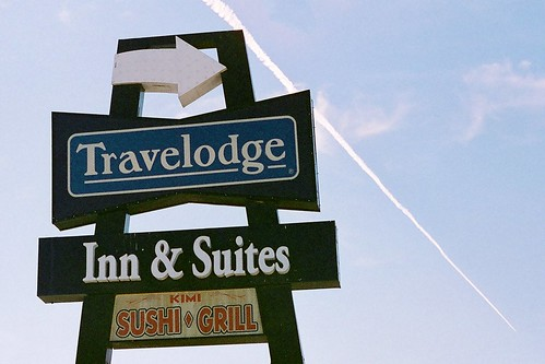 yuccavalley yuccavalleyca desert highdesert film filmphotography expired expiredfilm travelodge sign signs motelsigns motels kodakfilm kodakgold200 kodakgold gold200
