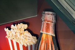 Pop (pni) Tags: popcorn sodapop fat sugar carbonatedbeverage cool cold fizzy drink pop coke soda advertising ad movietheatre helsinki helsingfors finland suomi pekkanikrus skrubu pni corn