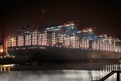 Waltershof, Containerterminal (stein.anthony) Tags: container terminal hafen hamburg containerschiff löschung nightscape nachtaufnahme langzeitbelichtung longexposure lichter lights