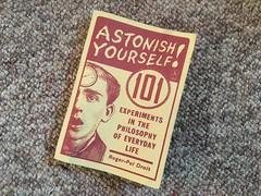 Anglų lietuvių žodynas. Žodis astonish reiškia v (nu)stebinti lietuviškai.