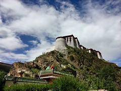Potala Palace - Lhasa, Tibet (cattan2011) Tags: buildingsm architecturephotography architecture 西藏 拉萨 landscapephotography landscape temples travelphotography travelbloggers travel buddhism religion monastery tibet lhasa potalapalace