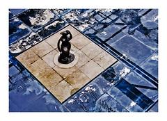 statue (1) (Marie Hacene) Tags: centrepompidou paris exposition statue bleu reflets