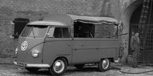 """PV-64-31 Volkswagen Transporter enkelcabine 1955 • <a style=""""font-size:0.8em;"""" href=""""http://www.flickr.com/photos/33170035@N02/26200859337/"""" target=""""_blank"""">View on Flickr</a>"""