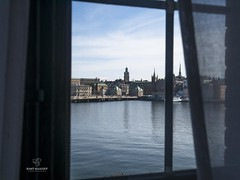 Window to Stockholm (Ramy Maalouf) Tags: stockholm sweden mar suecia suède estocolmo mer sea city ville capitale cuidad window fenêtre ventana micro four thirds scandinavia sverige lumix dmcgx7