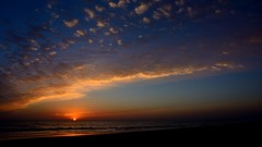 El final del día. The end of the day. (.Guillermo.) Tags: sunset puestadesol atardecer landscape paisaje playa beach mar sea water arena sand cielo sky landscapes cádiz andalucía spain nikon