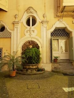 Roma, fontana del cortile di Palazzo D'Aste a via Monserrato