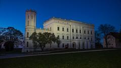 Schloss Krobnitz (matthias_oberlausitz) Tags: schloss krobnitz oberlausitz nacht nachtaufnahme beleuchtet himmel blaue stunde sachsen