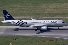Air France Airbus 320-214 F-GKXS (c/n 3825) Skyteam colors. (Manfred Saitz) Tags: vienna airport schwechat vie loww flughafen wien air france skyteam airbus 320 a320 fgkxs freg