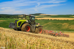 Climber | CLAAS XERION 5000 TRAC (martin_king.photo) Tags: claas claasxerion claasxerion5000trac czechrepublic horsch heavy cultivator fields agriculture huge all everything servis tschechische republik powerfull martin king photo machines strong agricultural greatday great welovefarming agriculturalmachinery farm workday working modernagriculture landwirtschaft sky photogoraphy photographer canon martinkingphoto love farming daily machinery work modern machine big colorful colors summer horschterrano