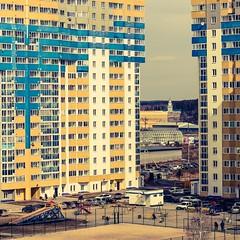 Yekaterinburg Suburbs #yekaterinburg #russia #suburb #citylife #sunday #morning #urban #modern #building #yard #canon #200d #sl2 #ef50mmf18stm #psexpress (N.A. Dikin) Tags: yekaterinburg russia suburb citylife sunday morning urban modern building yard canon 200d sl2 ef50mmf18stm psexpress