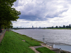Düsseldorf - am Rhein (gernotp) Tags: deutschland düsseldorf düsseldorfurlaub natur nordrheinwestfalen ort urlaub wasser grl5al grv4al