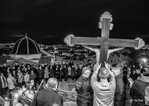 """(2018-03-23) - IX Vía Crucis nocturno - Luis Poveda Galiano (16) • <a style=""""font-size:0.8em;"""" href=""""http://www.flickr.com/photos/139250327@N06/40337743674/"""" target=""""_blank"""">View on Flickr</a>"""