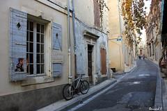 La Rue des Arènes, en Arles (Bernard C Photography) Tags: canon france provence paca provencealpescôted'azur bouchesdurhône arles rue rueétroite