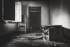 Em pouco tempo não serás mais o que és (RuiFAFerreira) Tags: abandoned decay urbex urbanexploration mood monochrome