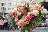 Fiestas de primavera (Pauliti) Tags: primavera spring chica woman flores flowers murcia españa street bando huerta desfile parade carroza publico public people gente