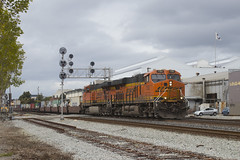 Short Stack at 66th Street (imartin92) Tags: emeryville california bnsf railroad railway freight train ge generalelectric es44ac es44c4 gevo locomotive