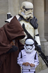 UK - Oxford - Comic Con 2018 - Star Wars Cosplayers 01_DSC1358 (Darrell Godliman) Tags: ukoxfordcomiccon2018starwarscosplayers01dsc1358 jawa starwars comiccon oxfordcomiccon oxcon18 cosplay stormtrooper candid child kid stormtroopers ukgarrison 501stukgarrison scifi sciencefiction cosplayer costume oxcon2018 examinationschools oxford oxfordshire oxon ©dgodliman darrellgodliman wwwdgphotoscouk dgphotos allrightsreserved copyright travel tourism europe eu britishisles unitedkingdom uk greatbritain gb britain england omot flickrelite instantfave nikond7200 nikon d7200