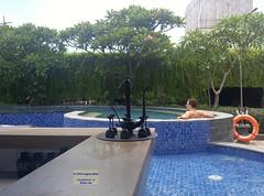 Indonesia-Bali Kuta Pool 20171202_130806 LG (CanadaGood) Tags: asia seasia asean indonesia indonesian balinese bali kuta hotel building cameraphone canadagood 2017 thisdecade color colour sheraton green blue
