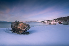 Grounded in the snow (Sizun Eye) Tags: alta altafjord fjord winter snow beach boat huts finnmark norway le longexposure poselongue nikond750 nikon1424mmf28 nikkor 1424mm 2018 march sizuneye