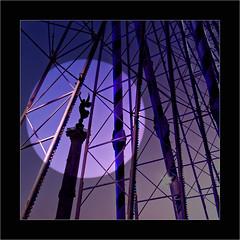Colonne des Girondins (Jean-Louis DUMAS) Tags: bordeaux statue grande roue monochrome noir et géométrique ciel lignes pylône night nightshot color