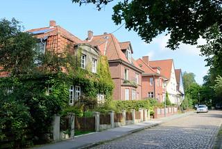 DSC_0924 Einzelhäuser / Villen der Gründerzeit in der Ernst August Straße und Soltau; altes Kopfsteinpflaster.