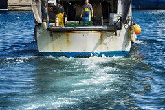 A Popa (candi...) Tags: popa pesquero marineros pesca puerto mar agua airelibre sonya77