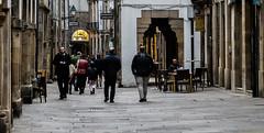 Las horas de calma (Manuel Gayoso) Tags: ruadovilar santiagodecompostela galicia españa rua calle peatonal losas piedras paseantes calma atardecer mesas