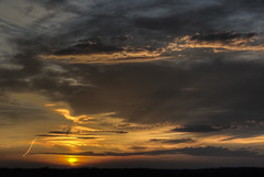 Sunset tonight in Kentucky (Klaus Ficker --Landscape and Nature Photographer--) Tags: sunset evening clouds rays night kentuckyphotography klausficker canon eos5dmarkiv