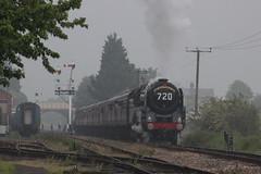 70013 Oliver Cromwell heads towards Cheltenham (372Paul) Tags: toddington broadway cheltenham hailes foremarkehall po kingedwardii 6023 5197 s160 7903 6430 pannier dmu cotswoldfestivalofsteam gloucestershirewarwickshirerailway steam locomotive class20 class26 shunter