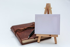 Blank canvas (PhredKH) Tags: canonphotography fredkh photosbyphredkh phredkh splendid fredknoxhooke canvas notebook pen white easel 50mm ef50mmf18stm canoneos5dmarkiii wood