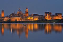 Una notte a Mantova / A night in Mantua (Mantua, Lombardia, Italy) (AndreaPucci) Tags: mantua mantova lombardia italia italy andreapucci night unesco virgil