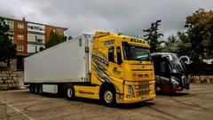 Tengo un tractor amarillo...... (Josinisam) Tags: camiones vehículos trailer josinisam amarillo transporte medinaderioseco valladolid carrera aparcamiento
