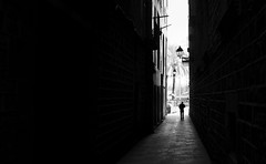 (elgunto) Tags: barcelona street people perspective light shadows blackwhite bw silhouette monochrome highcontrast fujifilm fujix x100s