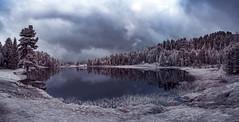 Schwarzer See 2nd (inmyeyespictures) Tags: schwarzersee kärnten österreich austria infrared infrarot farbe baum tree see lake teich pond wolken clouds fujifilm xt1 xf 14 28 berge mountains regen rain