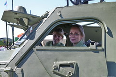BO0O6723 (pataparat) Tags: militaryuniform canon1dx 24105l паркпобеды moscow moscú moskau μόσχα car auto woman women девушки prettywoman joliefemme offroadvehicle samochódterenowy geländewagen terrengkjøretøy terreinauto offroader fuoristrada armouredpersonnelcarrier люди people 6x6 btr152 бтр152